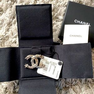 authentic chanel brooch from  21S brandnew